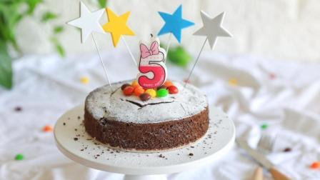 香浓巧克力制作的蛋糕搭配五颜六色彩虹糖, 你的少女心Hold住吗?