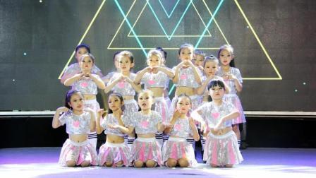 少儿流行舞《SIGNAL》动作可爱, 超赞的表演!