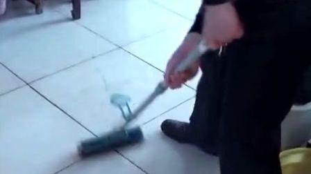 【拍客】洗衣服水拖地板节约资源