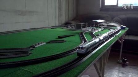 白色NJ2青藏线机车双机重联牵引敞车货列运行