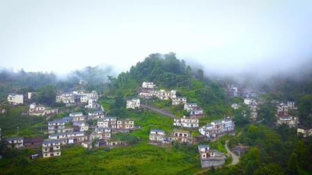 航拍贵州黔西南的新农村, 云雾缭绕犹如世外桃源