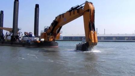 世界最大水上挖掘机, 重2000吨4600马力, 网友: 能捞鱼吗