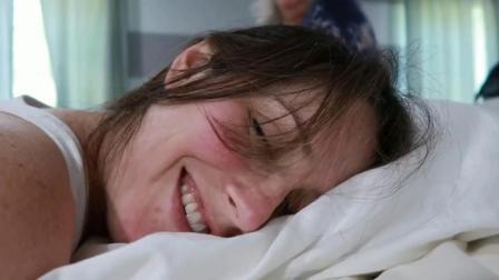 实拍在自己家中顺利生产的孕妈妈, 很少见到分娩中还能微笑的产妇!