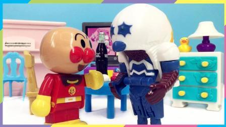 兜糖面包超人玩具 33  怪兽嘎次星人给红豆面包超人写暑假作业 羚羊老师发现并批评