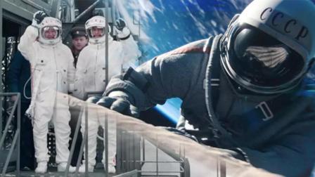 两个开飞机的男人上宇宙的故事《天际行者》