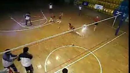 排球教学视频37 四人接发球、大强度训练、防反串联