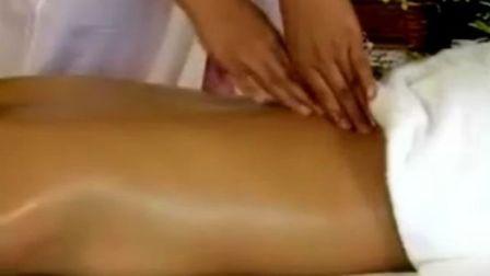 腰部、臀部、腿部精油按摩手法演示(2)