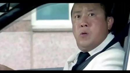 黄渤曾志伟开车相遇等红灯, 相互嘲讽, 结果曾志伟的车轮胎被偷了