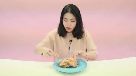 小姐姐测评山东德州扒鸡, 鸡是一只好鸡, 就是样子有点惨!