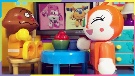 月采面包超人玩具  红蜻蜓给咖喱面包超人做早餐过家家玩具 小朋友要按时吃饭