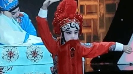 哈尔滨的6岁小朋友表演京剧《辛安驿》选段