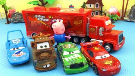 小猪乔治观看汽车总动员比赛赛车