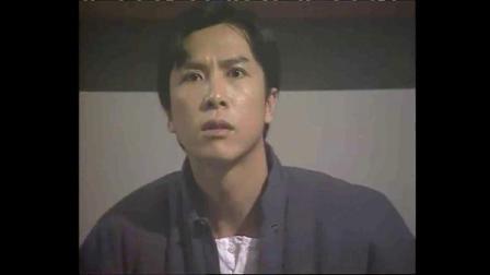 精武门:陈真没钱,医生就不给妹妹看病,陈真气的踹到医院大门!