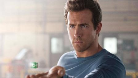 几分钟看完超级英雄片《绿灯侠》, 男子获得一枚神奇戒指, 拥有无穷的超能力