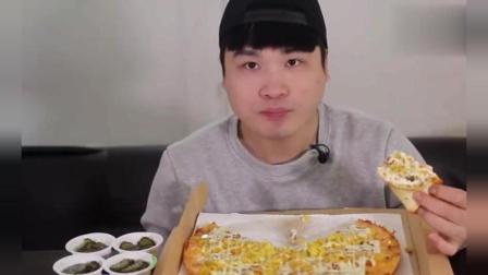 大胃王美食吃播: 韩国大胃王豪放派donkey弟弟, 吃超大土豆奶油披萨, 胃口真的太好!