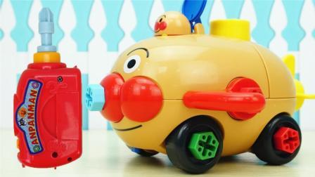 面包超人的可拼装猪仔车玩具