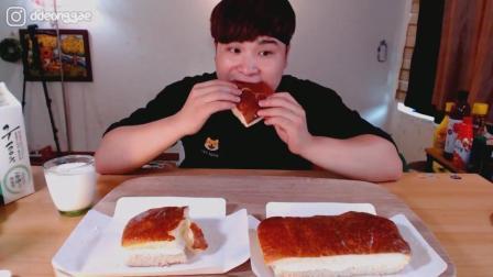 韩国大胃王胖哥, 吃2大块奶油面包, 配牛奶大口吃