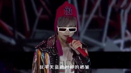 自带大佬气场! 李宇春霸气开唱《我的王国》, 有没有戳到你的心?