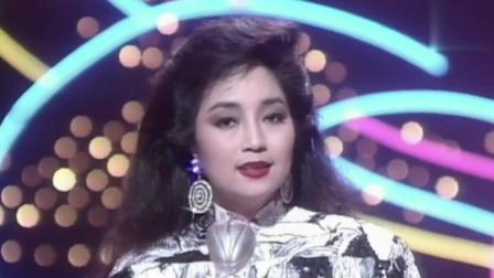 徐小凤的这首歌, 绝对让你找到旧上海的感觉, 伴舞者都穿旗袍