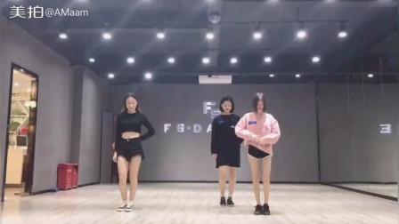 美拍视频: 春風吹#舞蹈##精选#