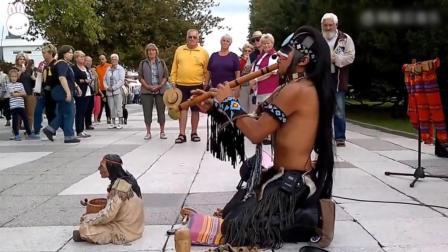 印第安人街头表演《最后的莫西干人》