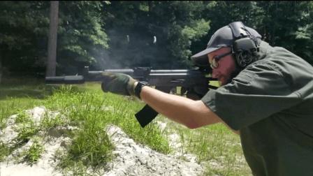 现实中的AK突击步枪, 配备消音器射击, 效果有点不尽人意!