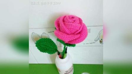 用我编织的玫瑰花装饰一下餐桌
