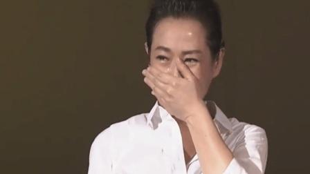 刘若英演唱会含泪唱的这首《为爱痴狂》前奏一响听的全是满满回忆!