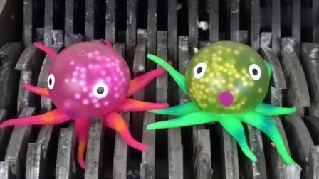实验: 将玩具章鱼丢入撕碎机里, 启动开关粉碎瞬间真带劲!