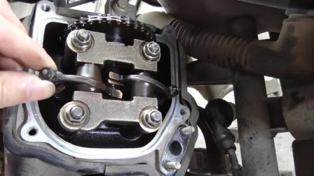 只有一个缸的发动机, 看是怎么调节气门来启动的