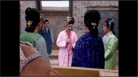 尤二姐对王熙凤又跪又拜,最后还被害的吞金自杀,太可怜了