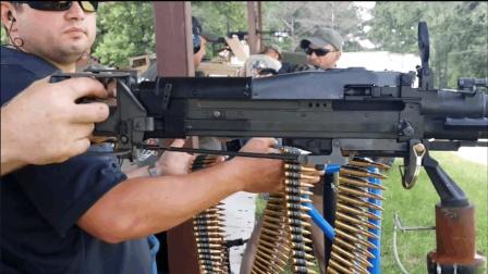 家喻户晓的M60通用机枪, 数米长弹链供弹射击, 好像不花钱似的!