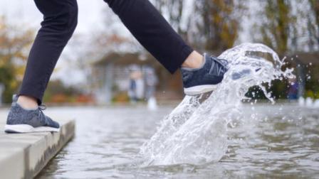 一款不怕水的鞋子, 秒杀耐克阿迪!