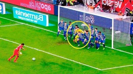 前锋和守门员一起懵圈的进球, 运气来了足球自己往门里跑