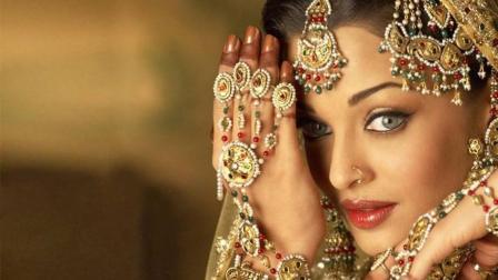 在印度旅游, 看到戴鼻环的美女千万要小心, 不然会很危险