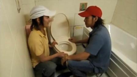 我的武林男友:古代来的土包子,把抽水马桶当成水井,居然要喝水