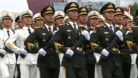 白俄罗斯独立日阅兵 解放军仪仗队和中国车齐亮相