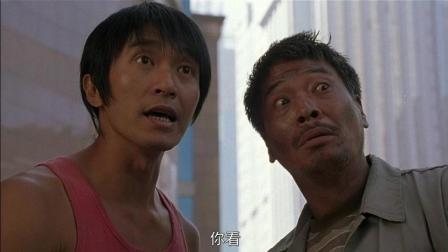 周星驰在广场上碰到吴孟达, 说服他功夫足球的亮点