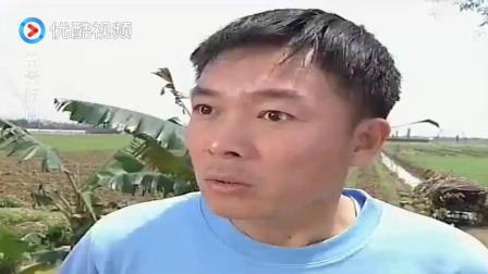 农村小伙刚吃口菜, 一说工作丢了, 亲妈立刻端走一盘菜, 省点吃!