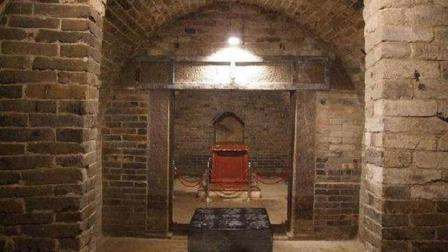 盗墓贼多次光顾该墓地, 价值过亿宝贝被忽视, 如今成安徽镇馆之宝