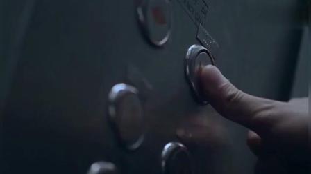 小伙全身带电, 坐电梯把小朋友吓懵