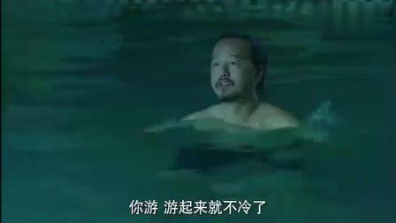 小伙下水洗澡, 后悔已经来不及