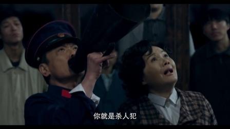 女子为爱轻生爬上百米高烟囱,50岁老父得知拼老命爬烟囱救女儿