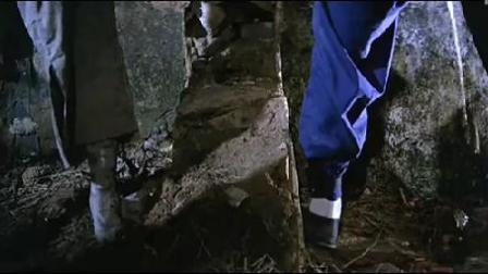 洪金宝教僵尸尿尿,这姿势绝了,一看就是个公僵尸!