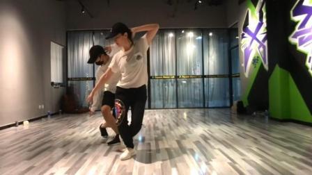 刘亦菲杨洋现场一段舞蹈引全场粉丝尖叫, 练习室版本让人想不到
