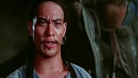 洪金宝:师傅我们以后是自己人了,师傅抓起一把香插过去!