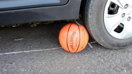 把篮球放在汽车下面, 启动汽车, 篮球会被压爆吗? 结局出人意料!