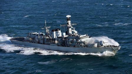 可携带8枚反舰导弹, 该国单舰硬闯南海, 遭16艘中国军舰围观