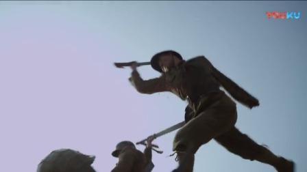 士兵们举起大刀,向鬼子阵地冲去,陷入近身肉搏战