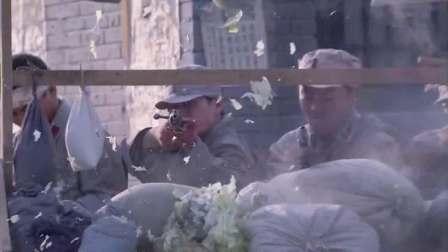 铁血刀锋:小伙带队伍在镇上落脚,却遭土匪袭击,击退土匪扬军威